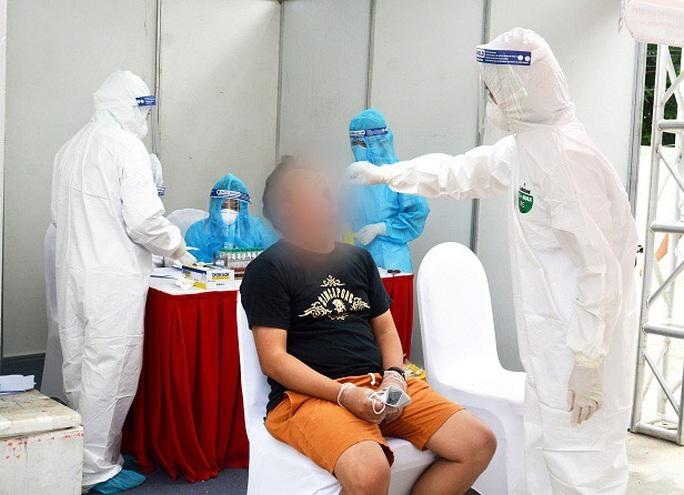 Ca bệnh Covid-19 ở Hà Nội là nhân viên ngân hàng, có tiếp xúc nhiều người - Ảnh 1.