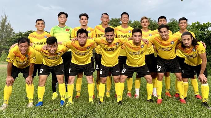 Đá tiền đạo, thủ môn Tấn Trường lập hat-trick trước giờ ra hội quân cùng Hà Nội FC - Ảnh 2.