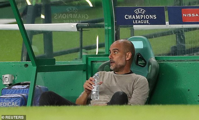 """Cổ động viên Man City """"tố"""" HLV Pep Guardiola """"lừa đảo"""" - Ảnh 1."""