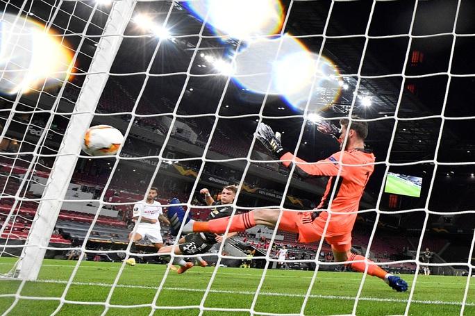 Thua ngược Sevilla ngỡ ngàng, Man United chia tay Europa League - Ảnh 5.