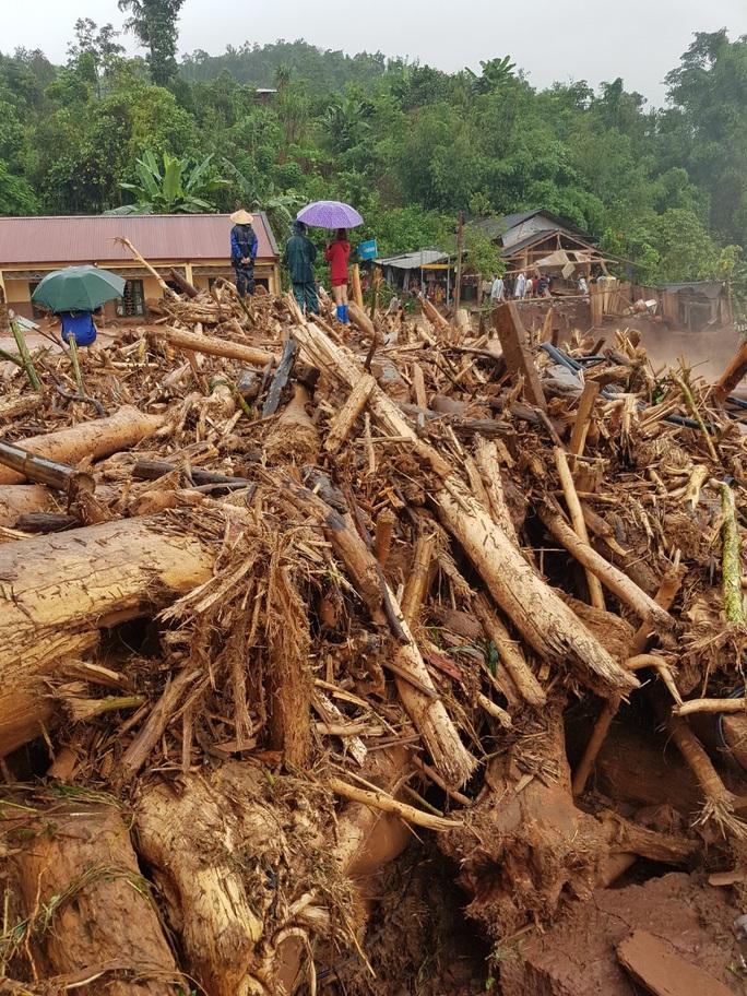 Cận cảnh tan hoang sau trận lũ quét kinh hoàng cuốn trôi nhiều ngôi nhà ở Điện Biên - Ảnh 10.