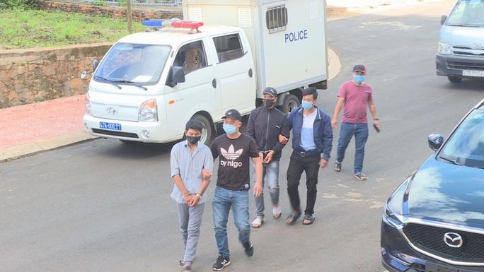 Cảnh sát vây bắt 2 đối tượng chuyện trộm cắp trong bệnh viện - Ảnh 1.