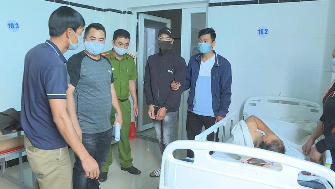 Cảnh sát vây bắt 2 đối tượng chuyện trộm cắp trong bệnh viện - Ảnh 2.