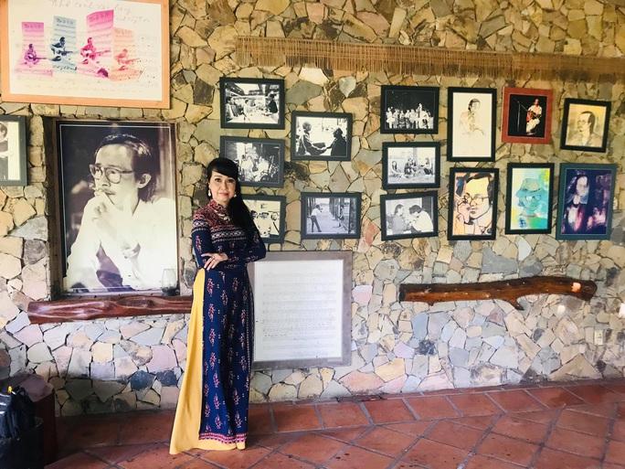 Ái nữ Út Trà Ôn chạnh lòng trong không gian nhạc Trịnh - Ảnh 3.