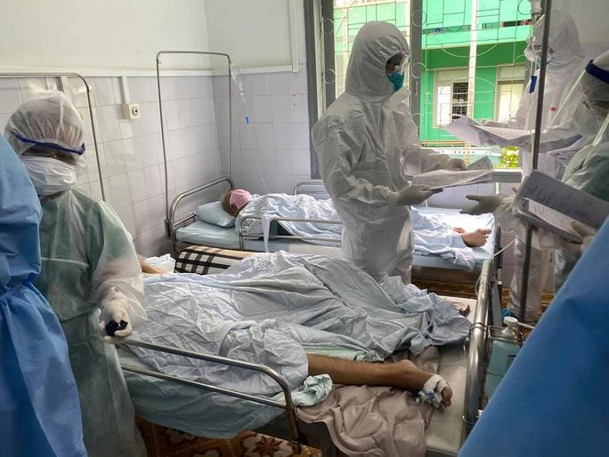 Thêm 4 ca mắc mới Covid-19 trong cộng đồng, có 1 nhân viên y tế - Ảnh 2.