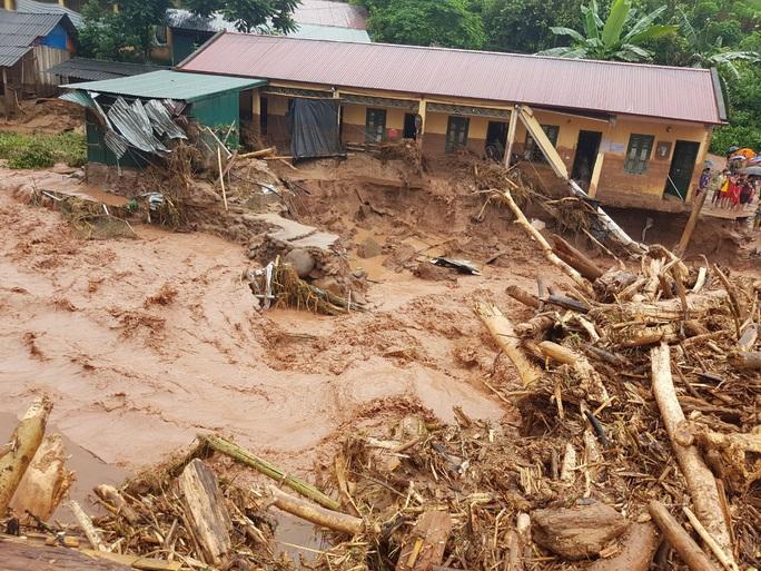 Cận cảnh tan hoang sau trận lũ quét kinh hoàng cuốn trôi nhiều ngôi nhà ở Điện Biên - Ảnh 4.