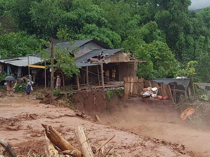 Cận cảnh tan hoang sau trận lũ quét kinh hoàng cuốn trôi nhiều ngôi nhà ở Điện Biên - Ảnh 5.