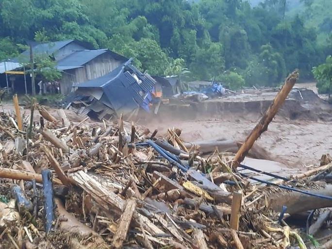 Cận cảnh tan hoang sau trận lũ quét kinh hoàng cuốn trôi nhiều ngôi nhà ở Điện Biên - Ảnh 6.