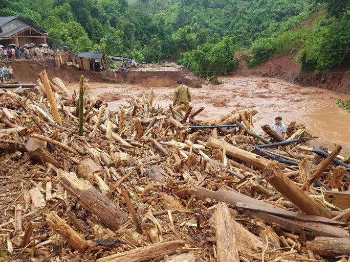 Cận cảnh tan hoang sau trận lũ quét kinh hoàng cuốn trôi nhiều ngôi nhà ở Điện Biên - Ảnh 7.