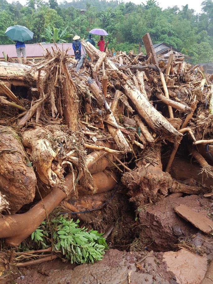 Cận cảnh tan hoang sau trận lũ quét kinh hoàng cuốn trôi nhiều ngôi nhà ở Điện Biên - Ảnh 11.