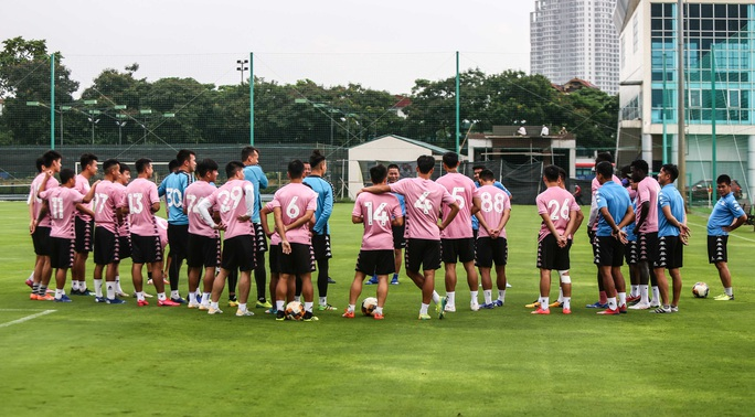 Văn Hậu vui tươi, đầy năng lượng trở lại tập luyện cùng CLB Hà Nội - Ảnh 2.