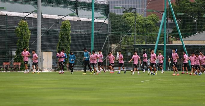 Văn Hậu vui tươi, đầy năng lượng trở lại tập luyện cùng CLB Hà Nội - Ảnh 3.