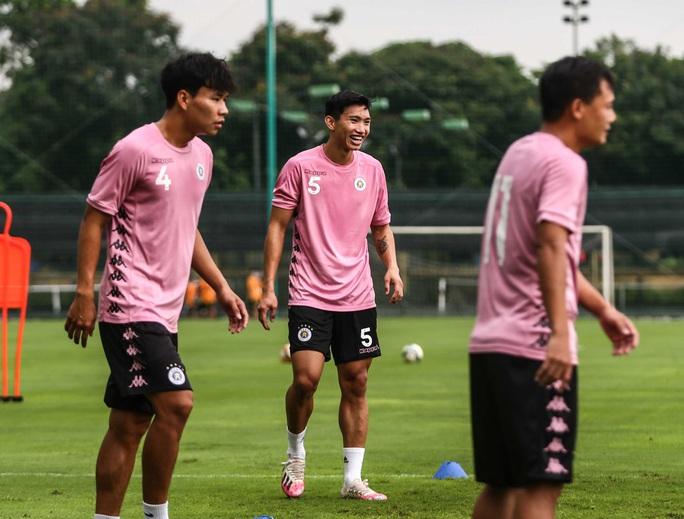 Văn Hậu vui tươi, đầy năng lượng trở lại tập luyện cùng CLB Hà Nội - Ảnh 5.