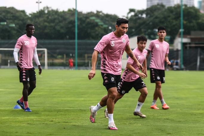 Văn Hậu vui tươi, đầy năng lượng trở lại tập luyện cùng CLB Hà Nội - Ảnh 9.