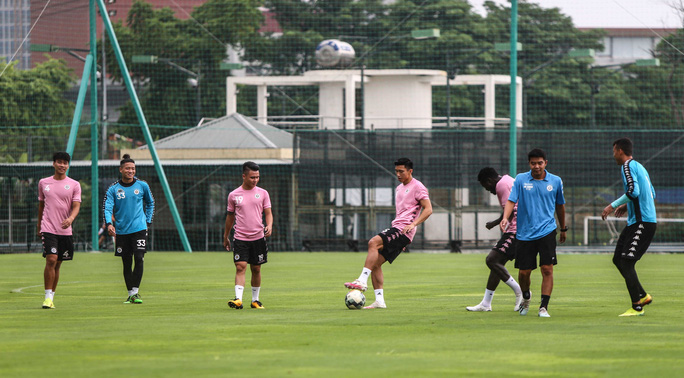 Văn Hậu vui tươi, đầy năng lượng trở lại tập luyện cùng CLB Hà Nội - Ảnh 10.