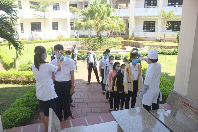 F1 đi thi tốt nghiệp THPT ở Quảng Nam âm tính với virus SARS-CoV-2 - Ảnh 1.