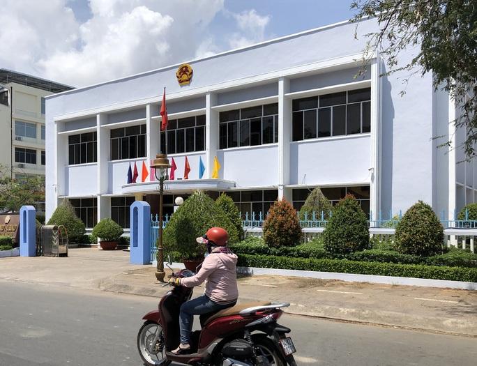 Đường quan lộ của Chủ tịch và Phó Chủ tịch TP Bạc Liêu trước khi bị kiểm điểm, cảnh cáo - Ảnh 2.