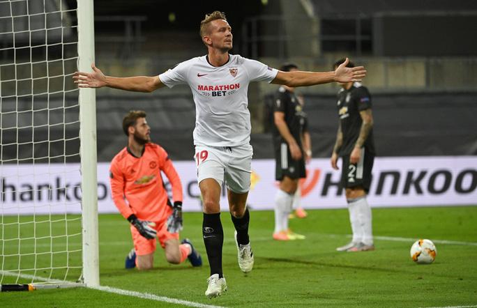 Thua ngược Sevilla ngỡ ngàng, Man United chia tay Europa League - Ảnh 10.
