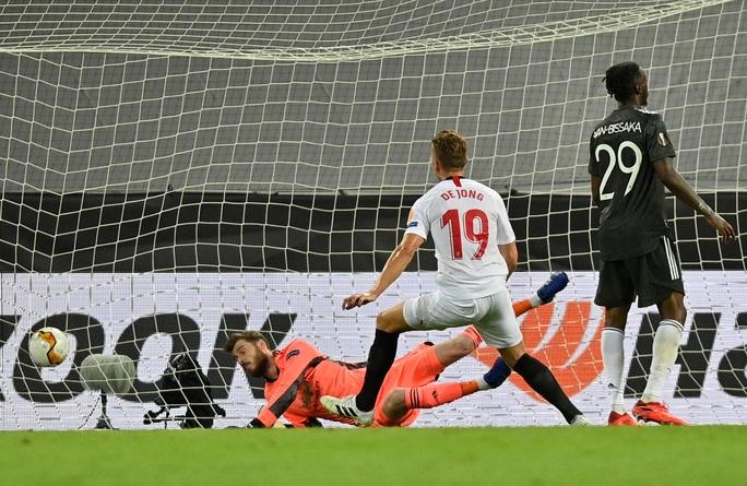 Thua ngược Sevilla ngỡ ngàng, Man United chia tay Europa League - Ảnh 9.