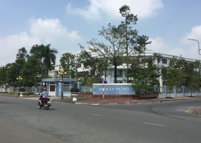 Đường quan lộ của Chủ tịch và Phó Chủ tịch TP Bạc Liêu trước khi bị kiểm điểm, cảnh cáo - Ảnh 3.