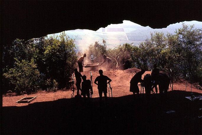Phát hiện chốn chăn gối xưa nhất thế giới, đầy sinh vật tuyệt chủng bao vây - Ảnh 2.