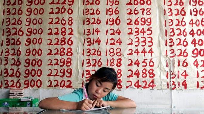 Hơn 5.000 người Trung Quốc tranh mua sim số đẹp giá khủng - Ảnh 1.