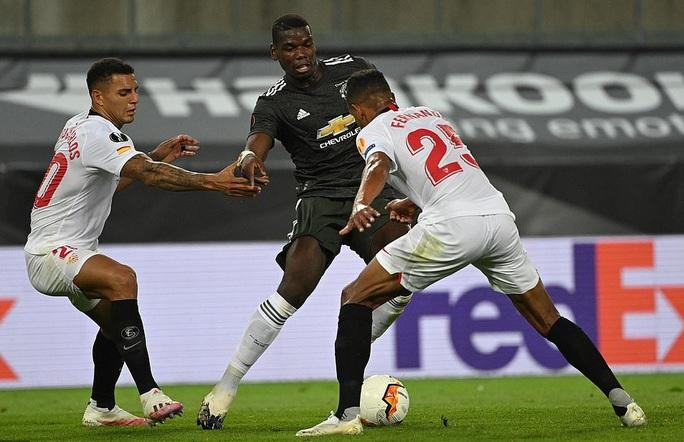 Thua ngược Sevilla ngỡ ngàng, Man United chia tay Europa League - Ảnh 1.