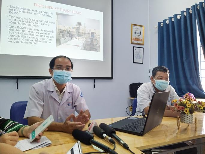 Dùng ECMO và phòng mổ lưu động cứu bé 3 tuổi suýt chết trên đường vào viện - Ảnh 1.