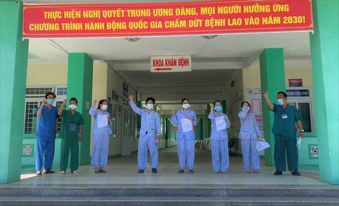 Đà Nẵng: Xuất viện thêm 9 bệnh nhân Covid-19 - Ảnh 1.