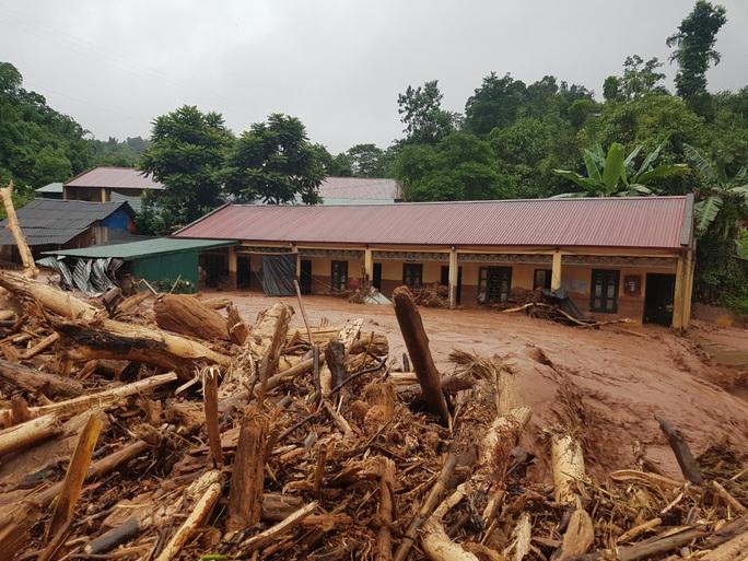 Cận cảnh tan hoang sau trận lũ quét kinh hoàng cuốn trôi nhiều ngôi nhà ở Điện Biên - Ảnh 12.