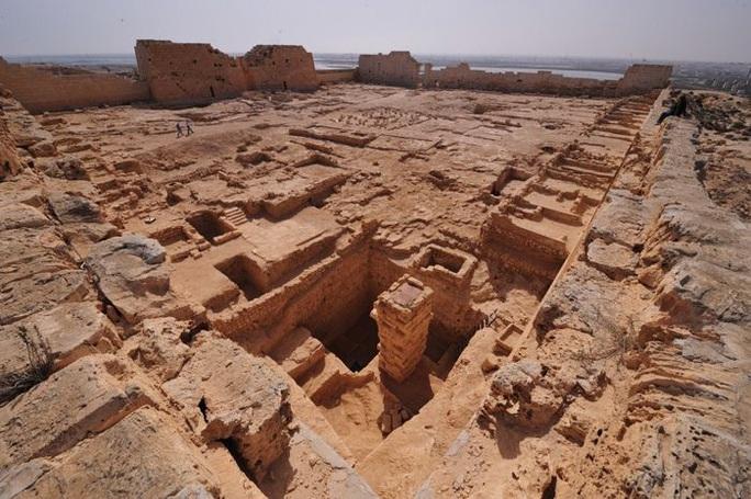 Đi giữa đường, sụp hầm vào mộ cổ kỳ lạ nhất thành phố xác ướp - Ảnh 3.