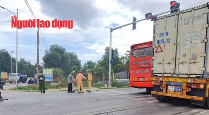 Quảng Bình: Va chạm với xe container, 1 người đàn ông tử vong tại chỗ - Ảnh 2.