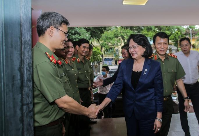 Phó Chủ tịch nước biểu dương những chiến công xuất sắc của Cục An ninh chính trị nội bộ - Ảnh 1.