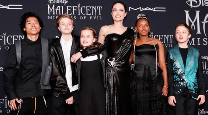 Cùng 6 con chống chọi đại dịch, Angelina Jolie thấy may mắn - Ảnh 1.