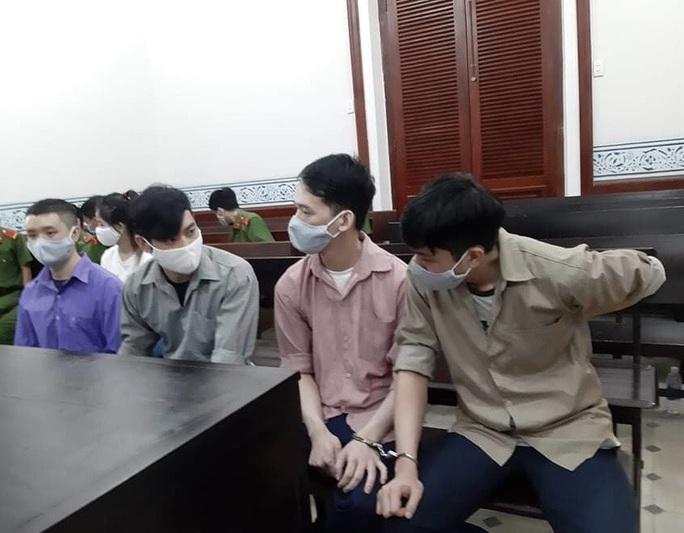 TP HCM: Ông chủ người Trung Quốc nhanh chân tẩu thoát, bỏ lại đàn em chịu trận - Ảnh 1.
