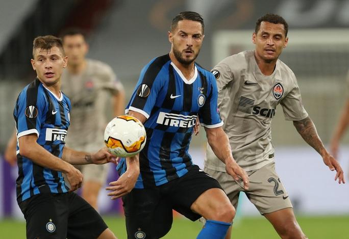 Song sát rực sáng, Inter Milan mở đại tiệc Europa League - Ảnh 1.