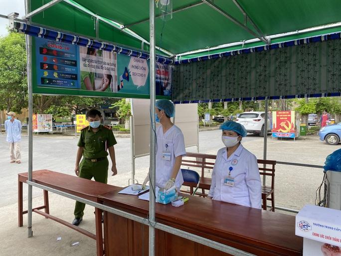 Cô gái 22 tuổi về từ Trung Quốc không khai báo y tế, công an tới tận nhà đưa đi cách ly - Ảnh 1.