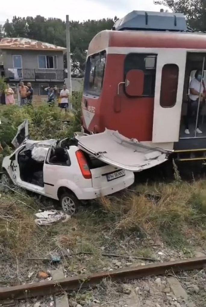 Ca sĩ Tavy Pustiu thiệt mạng vì tàu hỏa tông khi đang phát sóng trực tuyến - Ảnh 2.