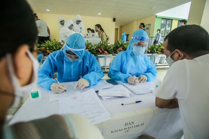 Hà Nội hạn chót 20-8 hoàn tất xét nghiệm PCR những người về từ tâm dịch Covid-19 ở Đà Nẵng - Ảnh 1.