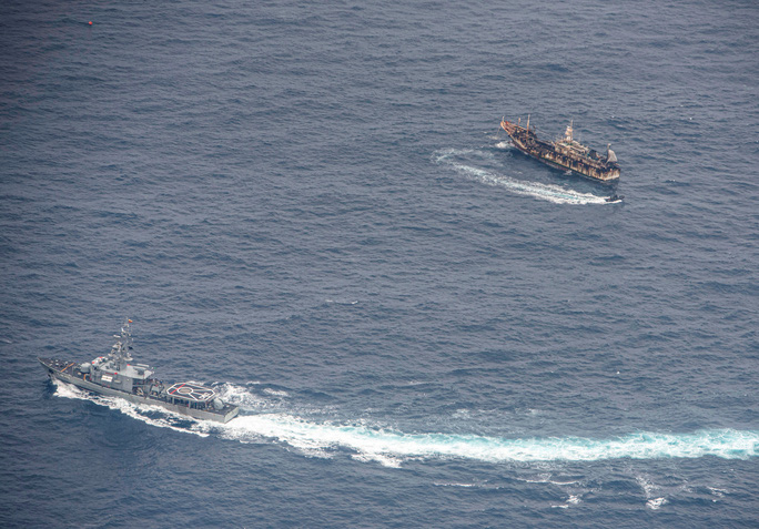 Mưu đồ của Trung Quốc đằng sau tàu cá trá hình - Ảnh 1.
