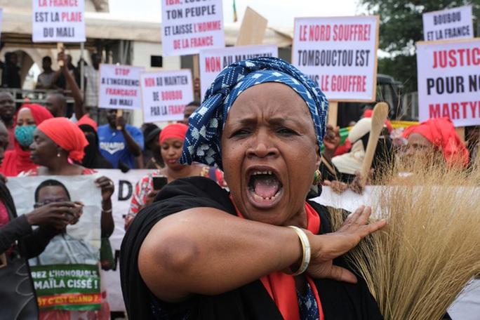 Đảo chính bí ẩn ở Mali, tổng thống phải từ chức ngay lập tức - Ảnh 4.
