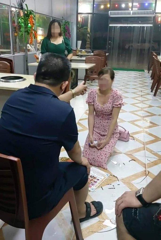 Cô gái trẻ bị bắt quỳ xin lỗi vì chê món ăn mất vệ sinh: Triệu tập chủ nhà hàng - Ảnh 1.