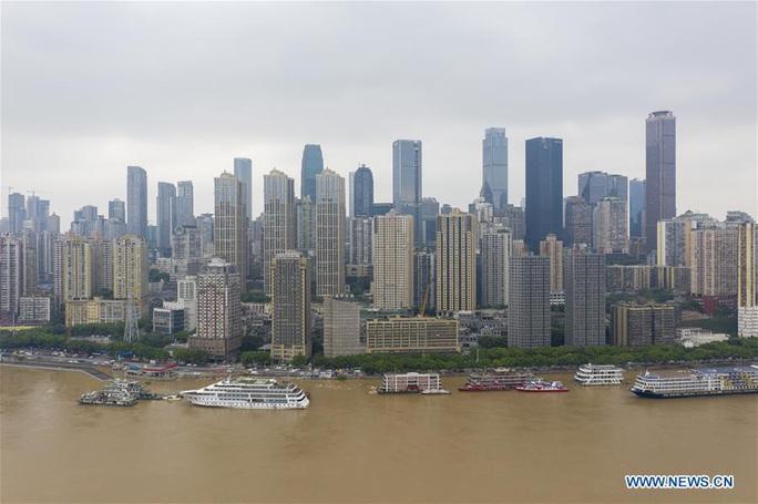 Trung Quốc: Bão Higos đổ bộ, đập Tam Hiệp đón lũ kỷ lục - Ảnh 4.