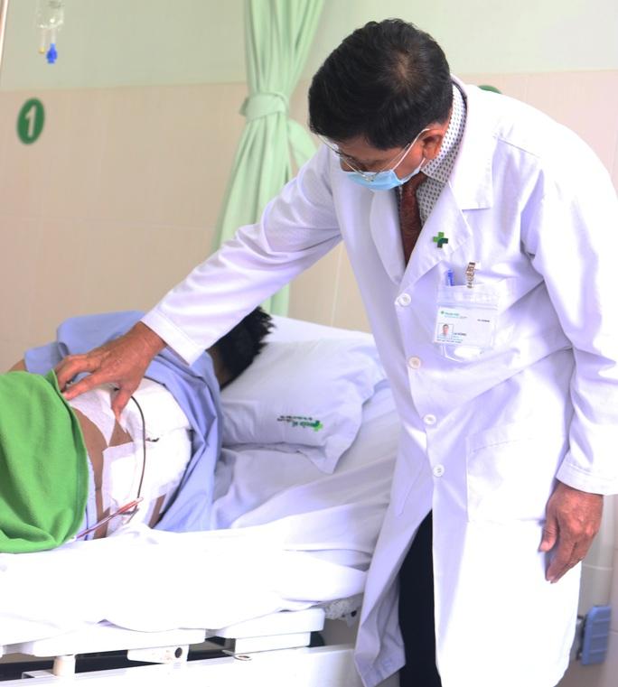 Lúc đầu bằng hạt mít, khối u bất ngờ nặng hơn 4kg trên lưng nam thanh niên - Ảnh 2.
