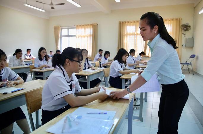 Bộ trưởng Bộ GD-ĐT đề xuất thi tốt nghiệp THPT sắp tới thành 2 đợt - Ảnh 1.