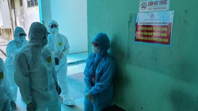 Thêm 10 ca Covid-19, có 1 nhân viên y tế Bệnh viện Đà Nẵng - Ảnh 1.