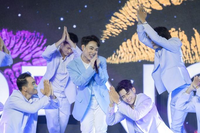 Sơn Tùng M-TP diễn cực sung với hơn 40.000 người xem - Ảnh 4.