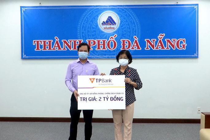 TPBank và DOJI ủng hộ 4 tỉ đồng cho công tác phòng chống dịch tại Đà Nẵng - Ảnh 1.
