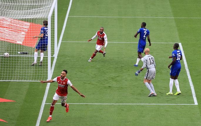 Vô địch FA Cup, Arsenal khiến láng giềng Tottenham rơi nước mắt - Ảnh 2.