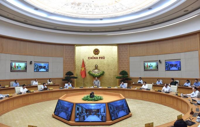 Thủ tướng: Tính toán chặt chẽ trước khi quyết định giãn cách xã hội - Ảnh 2.